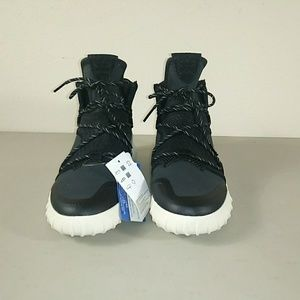 Adidas tubular X 2.0 w womens size 8 .Black. White